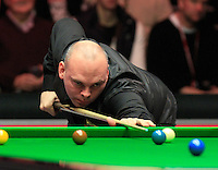 Stuart Bingham in action during the Dafabet Masters Q/F 4 match between John Higgins and Stuart Bingham at Alexandra Palace, London, England on 15 January 2016. Photo by Liam Smith / PRiME Media Images