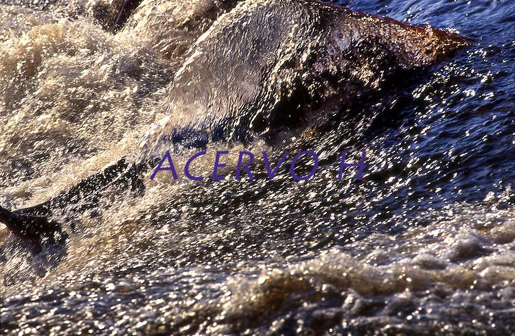 Expedição para criação da Ti no alto e médio rio Negro entre os municípios de São Gabriel e Santa Izabel.<br /> Amazonas, Brasil<br /> Foto Paulo Santos<br /> 1997