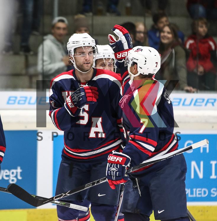 Torjubel USA nach dem 1:0 durch Ben HANOWSKI von den Augsburger Panthern, mit Tim STAPLETON (7),<br /> <br /> <br /> <br /> Eishockey, Deutschland-Cup 2015, Augsburg, USA vs. Slowakei, 06.11.2015, beim Spiel des D-Cup USA - Slowakei.<br /> <br /> Foto &copy; PIX-Sportfotos *** Foto ist honorarpflichtig! *** Auf Anfrage in hoeherer Qualitaet/Aufloesung. Belegexemplar erbeten. Veroeffentlichung ausschliesslich fuer journalistisch-publizistische Zwecke. For editorial use only.