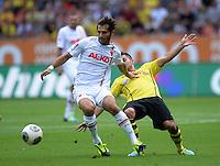 Fussball  1. Bundesliga  Saison 2013/2014    FC Augsburg - Borussia Dortmund      10.08.2013 Halil  Altintop (li, FC Augsburg) gegen Ilkay Guendogan (Borussia Dortmund)