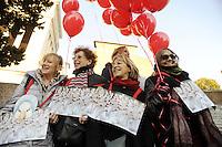 """Roma, 8 Marzo 2011. Scalinata del Campidoglio, flash mob con oche di cartone.Manifestazione """"se non ora quando?""""per la dignità delle donne.Sveglia si starnazza tutte! è lo slogan delle donne in"""