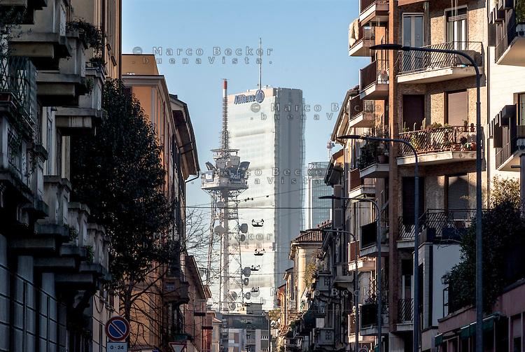 Milano, quartiere Chinatown. Scorcio verso l'antenna RAI e la Torre Isozaki al quartiere CityLife --- Milan, Chinatown district. Glimpse towards the antenna of radio and television broadcaster RAI, and the Isozaki Tower in CityLife district