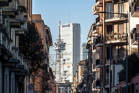 Milano, quartiere Chinatown. Scorcio verso l'antenna RAI e la Torre Isozaki al quartiere CityLife --- Milan, Chinatown district. Glimpse towards the antenna of radio and television broadcaster RAI, and the Isozaki Tower in CityLife district