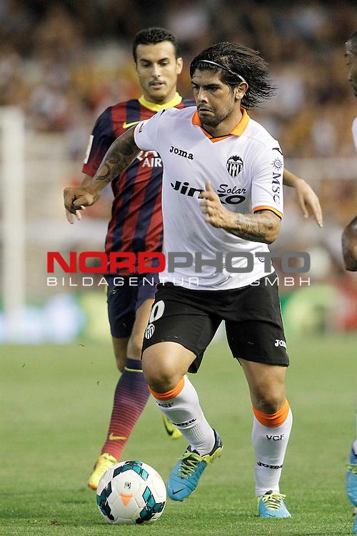 Valencia's Ever Banega (r) and FC Barcelona's Pedro Rodriguez during La Liga match.September 1,2013. Foto © nph / Acero)