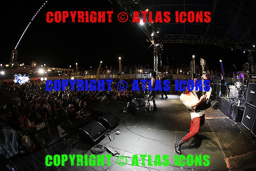 LA GUNS, LIVE, MONSTERS OF ROCK CRUISE, 2014, NEIL ZLOZOWER