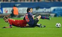 FUSSBALL  CHAMPIONS LEAGUE  ACHTELFINALE  HINSPIEL  2012/2013      FC Bayern Muenchen - FC Arsenal London     13.03.2013 Philipp Lahm (li, FC Bayern Muenchen) gegen Santi Cazorla (re, Arsenal)