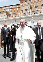 Papa Francesco al termine dell'incontro gli scout dell'Agesci in Piazza San Pietro, Citta' del Vaticano, 13 giugno 2015.<br /> Pope Francis leaves at the end of a meeting with Italian AGESCI boy scout association's members in St. Peter's Square at the Vatican, 13 June 2015.<br /> UPDATE IMAGES PRESS/Isabella Bonotto<br /> <br /> STRICTLY ONLY FOR EDITORIAL USE