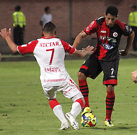 CÚCUTA -COLOMBIA, 02-11-2013.  James Castro (Der.) jugador del Cucuta Deportivo disputa el balón con Luis Carlos Arias (Izq.) jugador de Independiente Santa Fe durante partido por la fecha 17 de la Liga Postobon II 2013 disputado en el estadio General Santander de la ciudad de Cúcuta./ James Castro (R) player of Cucuta Deportivo fights for the ball with Millonarios player Luis Carlos Arias (L) during match for the 17th  date of the Postobon League II at the General Santander Stadium in Cucuta city. Photo: VizzorImage/Manuel Hernandez/STR