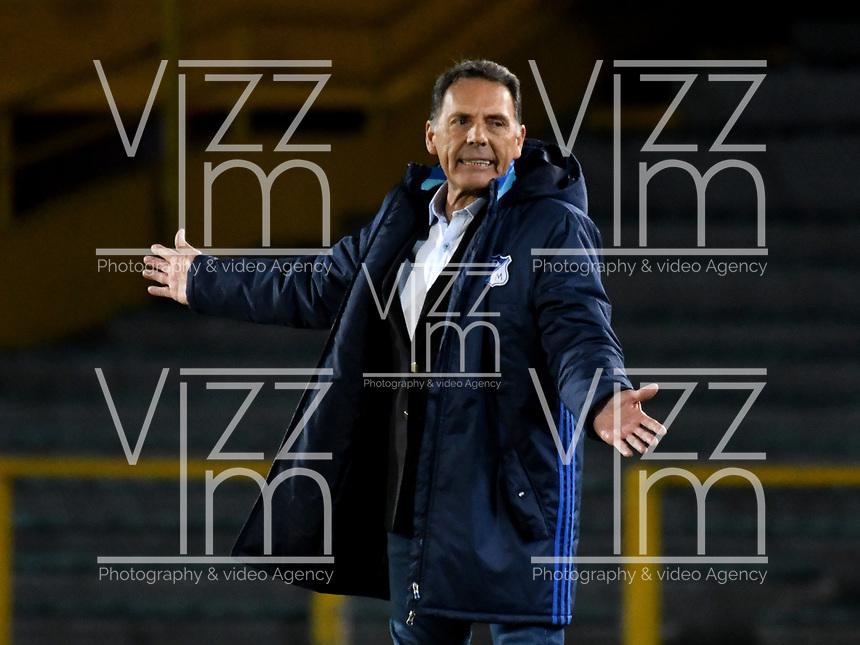 BOGOTÁ - COLOMBIA, 15-08-2018: Miguel Ángel Russo, técnico de Millonarios (COL), durante partido de vuelta entre Millonarios (COL) y General Díaz (PAR), de la segunda fase por la Copa Conmebol Sudamericana 2018, en el estadio Nemesio Camacho El Campin, de la ciudad de Bogotá. / Miguel Angel Russo, coach of Millonarios (COL), during a match of the second leg between Millonarios (COL) and General Diaz (PAR), of the second phase for the Conmebol Sudamericana Cup 2018 in the Nemesio Camacho El Campin stadium in Bogota city. VizzorImage / Luis Ramirez / Staff.