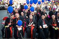Cardinali con in mano palloncini colorati in occasione della veglia di preghiera in Piazza San Pietro per il Family day. Cardinals attend the meeting of prayer of Pope Francis with families at St. Peter's square.