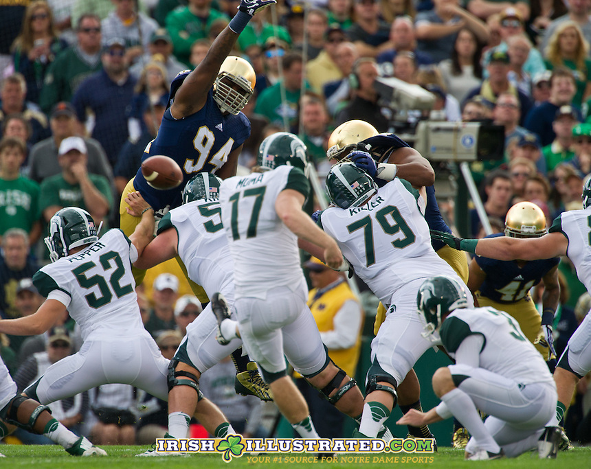 MSU kicker Kevin Muma misses a first quarter field goal attempt.