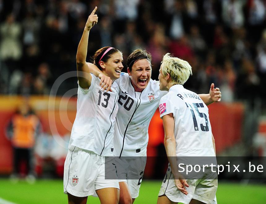Fifa Women's World Cup Germany 2011 : Japan - USA  at Commerzbank Arena Frankfurt : Alex Morgan scoort de 1-0 voor USA en gefeleciteerd door Abby Wambach en Megan Rapinoe.foto DAVID CATRY / Vrouwenteam.be