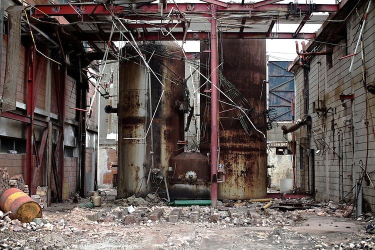 Carboneras.  Edificios abandonados de la vieja companÌía del gas.