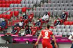 22.05.2020, Allianz Arena, München, GER, 1.FBL, FC Bayern München vs Eintracht Frankfurt 23.05.2020 , <br /><br />Nur für journalistische Zwecke!<br /><br />Gemäß den Vorgaben der DFL Deutsche Fußball Liga ist es untersagt, in dem Stadion und/oder vom Spiel angefertigte Fotoaufnahmen in Form von Sequenzbildern und/oder videoähnlichen Fotostrecken zu verwerten bzw. verwerten zu lassen. <br /><br />Only for editorial use! <br /><br />DFL regulations prohibit any use of photographs as image sequences and/or quasi-video..<br />im Bild<br />Ersatzspieler FCB mit Mundschutz und Abstand auf der Tribüne <br /> Foto: Peter Schatz/Pool/Bratic/nordphoto