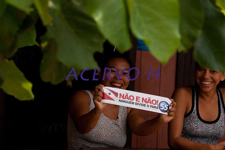 Carreata contra a divisão do estado do Pará, percorreu as ruas de Belém convidando os eleitores a votar pela não divisão. A eleição de amanhã decidirá a favor ou contra o demembramento do Pará com a formação de  dois novos estados, do Tocantins e Carajás.Belém, Pará, Brasil.Foto Paulo Santos10/12/2011A rejeição dos eleitores paraenses à proposta de divisão do Estado se manteve maior que 60%. Segundo pesquisa Datafolha divulgada ontem, 65% são contra a criação do Carajás e 64% são contra a criação do Tapajós. Os números favoráveis à união do Pará oscilaram para cima em relação à última pesquisa, concluída em 24 de novembro. Na ocasião, 62% dos paraenses eram contra a criação do Carajás, e 61% rejeitavam a criação do Tapajós. O Datafolha ouviu 1.213 eleitores em 53 municípios do Pará nos dias 6, 7 e 8 deste mês. O percentual de eleitores favoráveis aos dois novos Estados permaneceu no mesmo patamar, dentro da margem de erro: 31% são a favor do Carajás e 32% são a favor do Tapajós. A diferença é que diminuiu a quantidade de eleitores indecisos, ao mesmo tempo em que cresceram as intenções de votos contra a divisão. No primeiro Datafolha sobre o plebiscito, realizado entre os dias 7 e 10 de novembro, 58% eram contra o Carajás e contra o Tapajós. Houve um acréscimo na rejeição de oito pontos percentuais para o Carajás e sete pontos percentuais para o Tapajós. Os indecisos agora são 4%. O Datafolha ressalta que a pesquisa reflete a opinião dos eleitores nesta última semana de campanha e não pode ser analisada como uma previsão exata do resultado. A rejeição aos novos Estados atingiu nível recorde na área do Pará remanescente. Na região, onde está a maior parte dos eleitores, 92% são contra o Carajás e 90% são contra o Tapajós. Entre os eleitores do Carajás, 80% querem virar um novo Estado. No Tapajós, esse percentual é de 79%.