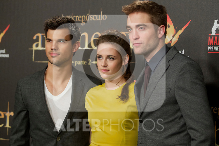 Taylor Lautner, Kristen Stewart and Robert Pattison during the premiere of The Twilight Saga: Breaking Dawn. November 15, 2012. (ALTERPHOTOS/Alvaro Hernández)
