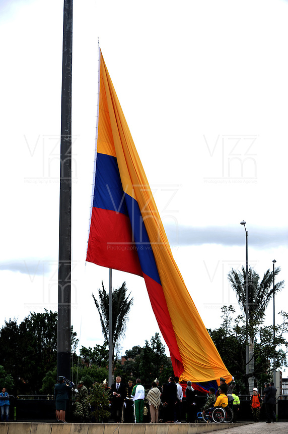 BOGOTA - COLOMBIA - 19 -07 - 2016: Luis Carlos Villegas, Ministro de Defensa Nacional, y la Cúpula Militar presidieron la ceremonia en el Dia de los Heroes Caidos y sus Familias, de las Las Fuerzas Militares y de la Policia, de Colombia, hombres y mujeres que han entregado su vida en defensa del país, la paz y la libertad de los colombianos /  Luis Carlos Villegas, Minister of National Defence and the Military Leadership presided the ceremony at the Memorial Day Heroes and Their Families of the Military Forces and Police of Colombia, men and women who have given their lives in defense country, peace and freedom of Colombians / Photo: VizzorImage / Luis Ramirez / Staff.