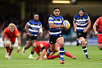 Ben Tapuai of Bath Rugby goes on the attack. Aviva Premiership match, between Bath Rugby and Worcester Warriors on October 7, 2017 at the Recreation Ground in Bath, England. Photo by: Patrick Khachfe / Onside Images