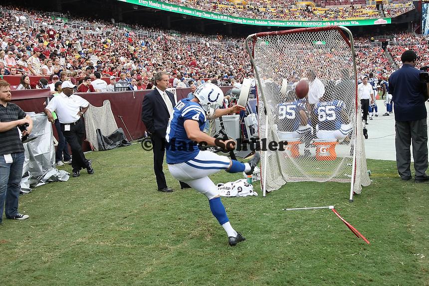 K Adam Vinatieri (Colts) waermt sich auf