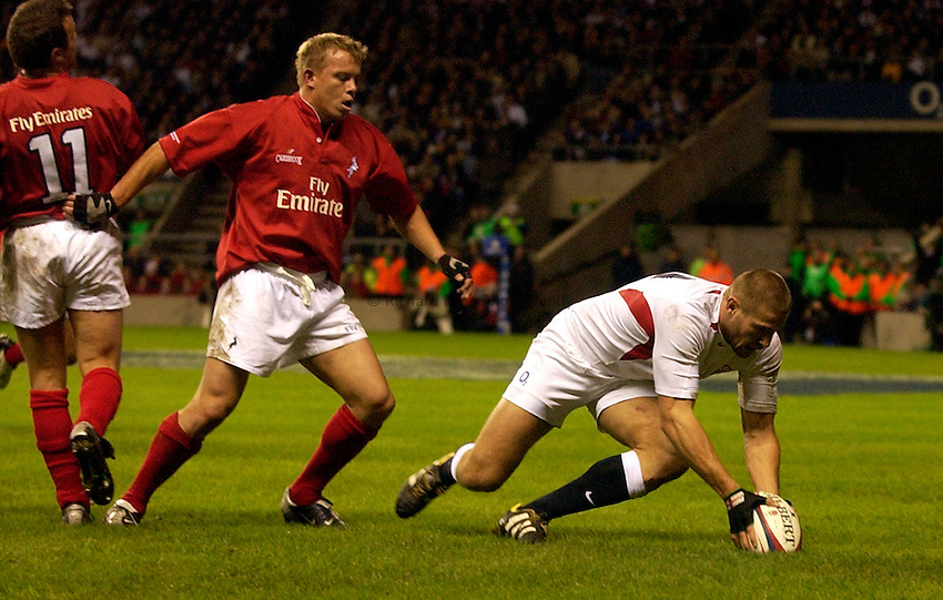 Photo: Richard Lane..England XV v New Zealand Barbarians. Zurich World Champions Challenge. 20/12/2003..Ben Cohen touches down for a try.