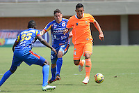 ENVIGADO -COLOMBIA-31-08-2014. Daniel Londoño (D) del Envigado FC disputa el balón con Jesus Murillo (I) de Pasto  durante partido válido fecha 7 de la Liga Postobón II 2014 realizado en el estadio Polideportivo Sur de la ciudad de Envigado./  Envigado FC player Daniel Londoño ( R) fights for the ball with Pasto player Jesus Murillo (L) during match valid to the 7th date of Postobon  League II 2014 at Polideportivo Sur stadium in Envigado city. Photo: VizzorImage/Luis Ríos/STR