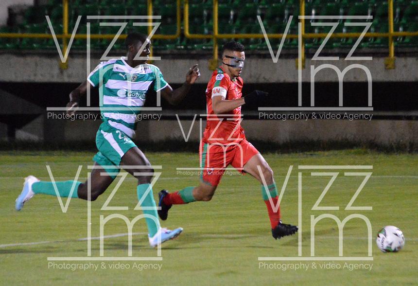 TUNJA-COLOMBIA, 09-09-2019: Kelvin Osorio de Patriotas Boyacá y Danilo Arboleda de Envigado F.C. disputan el balón, durante partido de la fecha 10 entre Patriotas Boyacá y La Equidad, por la Liga Águila II 2019, jugado en el estadio La Independencia de la ciudad de Tunja. / Kelvin Osorio of Patriotas Boyaca and Danilo Arboleda of Envigado F.C. figh for the ball, during a match of the 10th date between Patriotas Boyaca and La Equidad, for the Aguila Leguaje II 2019 played at the La Independencia stadium in Tunja city. / Photo: VizzorImage / José Miguel Palencia / Cont.