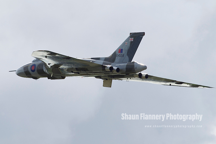 Pix: Shaun Flannery/shaunflanneryphotography.com...COPYRIGHT PICTURE>>SHAUN FLANNERY>01302-570814>>07778315553>>..8th May 2011............Vulcan xh558 at Robin Hood Airport Doncaster Sheffield..Abingdon Air Show display.