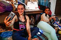 """Mujeres jóvenes se toman una fotografia selfie durante la noche en el comedor comunitario <br /> <br /> Migrantes reciben atención medica, alimentación, aseo personal y un lugar para descansar en el comedor Comunitario de la Colonia San Luis de Hermosillo Sonora.<br /> <br /> La Caravana del Migrante con un contingente de alrededor de 600 personas en su mayoría de origen centroamericano, arribo a Hermosillo Sonora a bordo del tren conocido como """"La Bestia"""", provienen de la frontera Sur del País y con rumbo a la ciudad de Mexicali donde continuaran el viaje hasta Tijuana.<br /> La caravana tiene como objetivo solicitar <br /> asilo a Estados Unidos y algunos integrantes piensan solicitar una visa humanitaria en México para laborar en los campos de Sonora y Baja California.<br /> (Photo: NortePhoto/Luis Gutiérrez)"""
