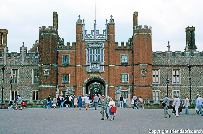 London: Hampton Court Palace, Great Gatehouse, 1514