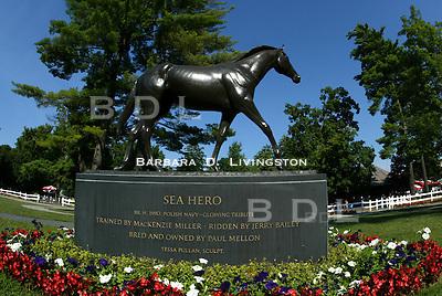 Saratoga paddock, Sea Hero statue. 8/20/04 Saratoga Race Course, Saratoga Racetrack, beautiful horse racing, Thoroughbred racing, horse, equine, racehorse, morning mood scenic, mood, horse racing, pretty, racehorse, horse, equine, racetrack, track, saratoga