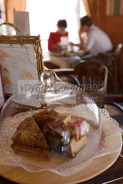 Europe/Pologne/Lodz: Patisseries au bar du Restaurant Polska rue Piotrkowska
