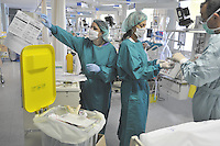 - Milan, S. Carlo Hospital, department of intensive care....- Milano, ospedale S.Carlo, reparto di  terapia intensiva