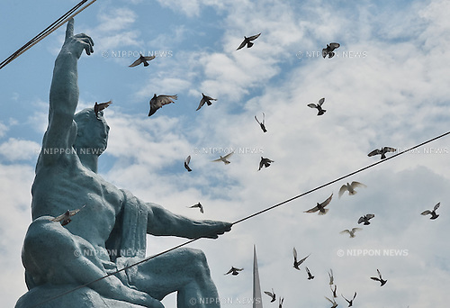 August 9, 2016, Nagasaki, Japan : Released doves fly during a ceremony of marking the 71th anniversary of the atomic bombing at Peace Park in Nagasaki, Japan, on August 9, 2016. (Photo by AFLO)