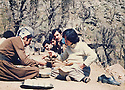 Iraq 1981 .In april,lunch in Toujala with Pakchan Hafid and peshmergas   .Irak 1981 .En avril, a Toujala, Pakchan Hafid dejeunant avec des peshmergas