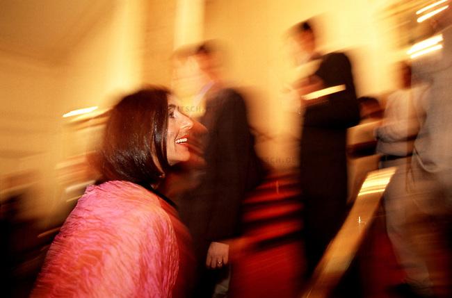 High society in Buenos Aires goes to a gala.<br /> 22.10.2000, Buenos Aires / Argentinien<br /> Copyright: Christian-Ditsch.de<br /> [Inhaltsveraendernde Manipulation des Fotos nur nach ausdruecklicher Genehmigung des Fotografen. Vereinbarungen ueber Abtretung von Persoenlichkeitsrechten/Model Release der abgebildeten Person/Personen liegen nicht vor. NO MODEL RELEASE! Nur fuer Redaktionelle Zwecke. Don't publish without copyright Christian-Ditsch.de, Veroeffentlichung nur mit Fotografennennung, sowie gegen Honorar, MwSt. und Beleg. Konto: I N G - D i B a, IBAN DE58500105175400192269, BIC INGDDEFFXXX, Kontakt: post@christian-ditsch.de<br /> Urhebervermerk wird gemaess Paragraph 13 UHG verlangt.]