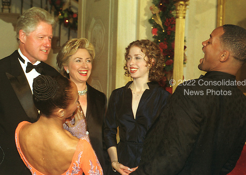 Actor Will Smith and his wife, Jada Pinckett Smith, enjoy a hearty laugh with the Clinton Family as they arrive for the gala Millennium Dinner at the White House in Washington, D.C. on  December 31, 1999.  (L-R) United States President Bill Clinton, Jada Pinckett Smith, First Lady Hillary Rodham Clinton, Chelsea Clinton, Will Smith..Credit: Ron Sachs / CNP