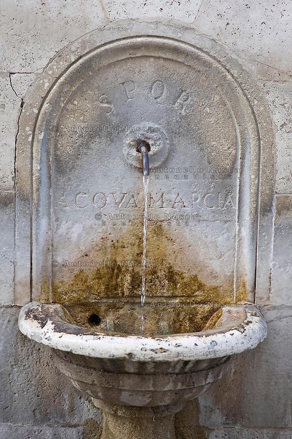 An ancient fountain at the Capitol Hill. Una antica fontana al Campidoglio del vecchio acquedotto dell'acqua marcia