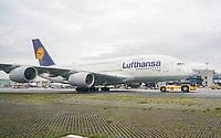 A380 der Lufthansa am Flugzeugschlepper am Frankfurter Flughafen - Frankfurt 16.10.2019: Eichwaldschule Schaafheim am Frankfurter Flughafen