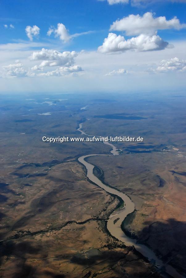Karoo: AFRIKA, SUEDAFRIKA, ORANGE FREE STATE, GARIEPDAM, 15.12.2007: Landschaft in der Halbwueste Karoo, zentralen Hochebene des Landes Suedafrika, Highveld, Klein Karoo, Gross Karoo und Ober Karoo. Klima arid, trocken, im Luv der Berge, kaum Niederschlaege. Bewohner sind die San die dem Land den Namen Kuru geben, trocken ist die Bedeutung , Afrika, Suedafrika, Orange Free, State, Gariepdam, Wueste, Landschaft, Natur, Hochebene, Halbwueste, Wuestenlandschaft, Berg, Berge, Berglandschaft, Huegel, Huegellandschaft, Gebirge, trocken, Karoo, Struktur, Luftbild, Draufsicht, Luftaufnahme, Luftansicht, Luftblick, Flugaufnahme, Flugbild, Vogelperspektive # , shape, structure, texture, mound, hill, hillock, desert landscape, air opinion, Flugbild, Luftblick, ow_visum, mountain, Orange Free, semiarid land, top view, plan, Berglandschaft, Flugaufnahme, plateau, Gariepdam, bird 's-eye view, mountains, mountain range, shale, nature, Huegellandschaft, landscape, scene, scenery, desert, aerial photograph, africa, aridly, deadpan, drily, dry, dryly, south africa, air photo # # , shape, structure, texture, mound, hill, hillock, desert landscape, air opinion, Flugbild, Luftblick, ow_visum, mountain, Orange Free, semiarid land, top view, plan, Berglandschaft, Flugaufnahme, plateau, Gariepdam, bird 's-eye view, mountains, mountain range, shale, nature, Huegellandschaft, landscape, scene, scenery, desert, aerial photograph, africa, aridly, deadpan, drily, dry, dryly, south africa, air photo #  Aufwind-Luftbilder