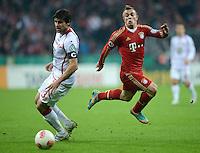 FUSSBALL  DFB POKAL       SAISON 2012/2013 FC Bayern Muenchen - 1 FC Kaiserslautern  31.10.2012 Florian Dick (li, 1. FC Kaiserslautern)  gegen Xherdan Shaqiri (FC Bayern Muenchen)