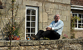 Dunfermline legend Jim Leishman in his garden - Picture by Donald MacLeod - 29.04.11 - 07702 319 738 - www.donald-macleod.com