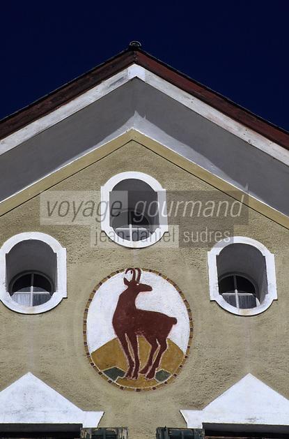 """Europe/Suisse/Engadine/Susch: Détail de la façade de la maison """"Planta"""""""