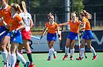 BLOEMENDAAL - vreugde bij Bloemendaal na een doelpunt  tijdens de tweede Play Out wedstrijd hockey dames, Bloemendaal-MOP (5-1)  COPYRIGHT KOEN SUYK