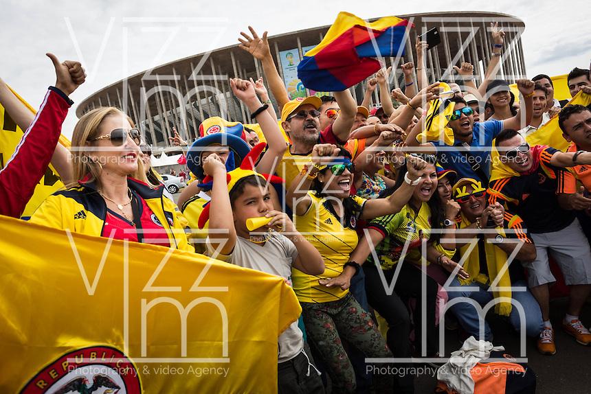 BRASILIA - BRASIL -18-06-2014. Foto: Lorenzo Moscia / Archivolatino <br /> Cientos de hinchas llegaron para acompañar a la selección de fútbol de Colombia en su último entrenamiento, hoy 18 de junio de 2014, en el estadio Mané Garrincha de Brasilia previo al partido del Grupo C ante Costa de Marfil por la Copa Mundial de la FIFA Brasil 2014. El encuentro se jugará el 19 de junio de 2014./ Hundred of fans came to accompany Colombia National Soccer Team in the last training, today June 18 2014, at Mané Garricha satdium in Brasilia prior of the Group C match against Ivory Coast as part of the 2014 FIFA World Cup Brazil. The match will be held on June 19 2014. Photo: Lorenzo Moscia / Archivolatino<br /> VizzorImage PROVIDES THE ACCESS TO THIS PHOTOGRAPH ONLY AS A PRESS AND EDITORIAL SERVICE IN COLOMBIA AND NOT IS THE OWNER OF COPYRIGHT; ANOTHER USE IS REPONSABILITY OF THE END USER. NO SALES, NO MERCHANDASING. ALL COPYRIGHT IS ARCHIVOLATINO