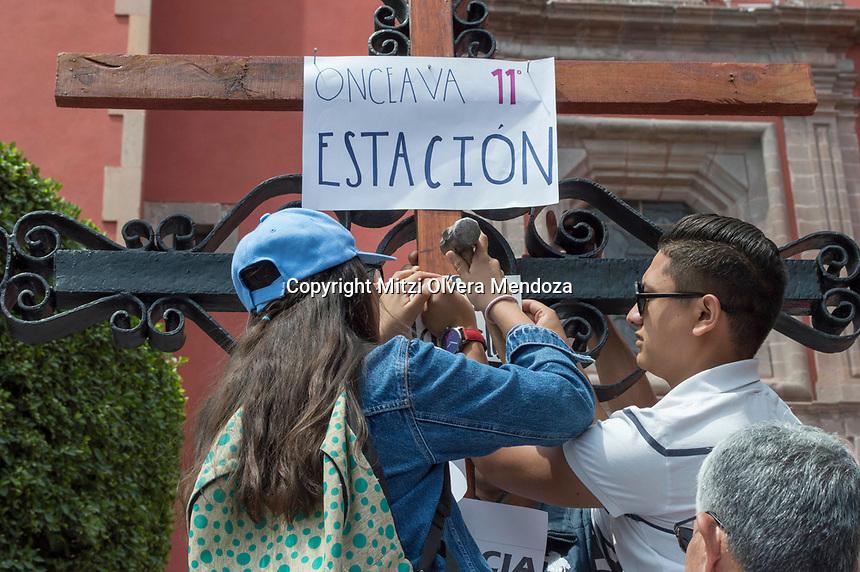 Querétaro, Qro. 30 de marzo 2018.- Aspectos del viacrusis  en el centro de la ciudad de Querétaro