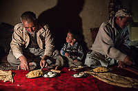 Mohammed, his youngest son Madi and his daughter's husband are having diner with only one oil lamp to have a little bit of light, 9th November 2017. <br /> <br /> Mohammed, son plus jeune fils, Madi, et son beau fils dinent sous la lumière d'une seule lampe à l'huile, 9 novembre 2017.