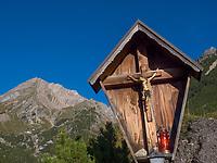 Wegkreuz, Hochimst Obermarkter Alm Blick auf Mutterkopf Lechtaler Alpen, Imst, Tirol, &Ouml;sterreich, Europa<br /> wayside cross, Obermarkter Alm,, Hochimst, Imst, Tyrol, Austria, Europe