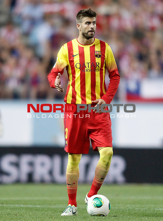 FC Barcelona's Gerard Pique during Supercup of Spain 1st match.August 21,2013. Foto © nph / Acero)