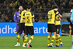 01.12.2018, Signal Iduna Park, Dortmund, GER, DFL, BL, Borussia Dortmund vs SC Freiburg, DFL regulations prohibit any use of photographs as image sequences and/or quasi-video<br /> <br /> im Bild Schlussjubel / Schlußjubel / Emotion / Freude / der Mannschaft von Dortmund<br /> <br /> Foto © nordphoto/Mauelshagen