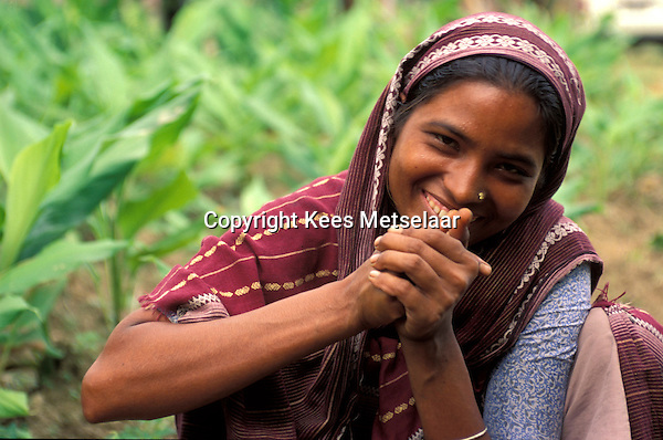 Bangladesh, Chittagong, 26 Januari 1991..Jonge vrouw op platteland...Young woman in the country side...Photo by Kees Metselaar
